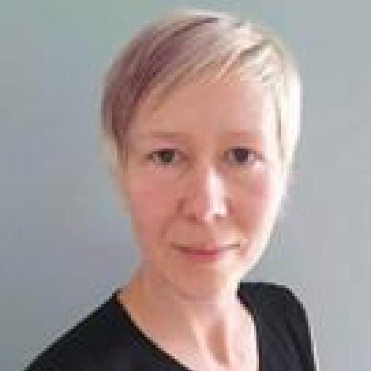 Dr.  Nadia Knarr